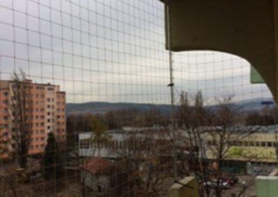 img_0661Montaż siatki przeciw gołębiom z możliwością otwierania Podzamcze Wałbrzych Grodzka