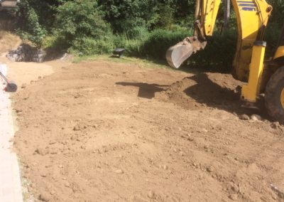 Prace ziemne - przygotowanie terenu pobudowalnego pod wysiew trawy