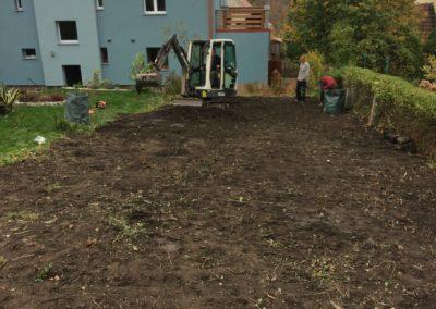 ogród w trakcie prac porządkowych